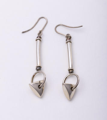 Earrings; 1991.19.3