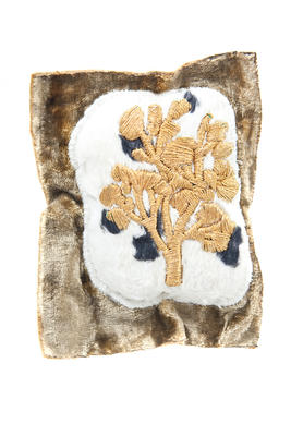 Brooch (fabric, gold); 2010.4.7