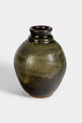 Vase with combed decoration